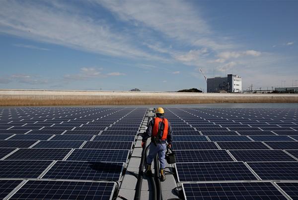 Renewable-Energy-Apple_Solar-Panel-Japan_04091808