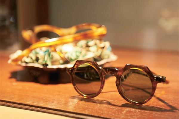 フレンチ・ヴィンテージの眼鏡で、ちょっと洒落た気分になってみない?