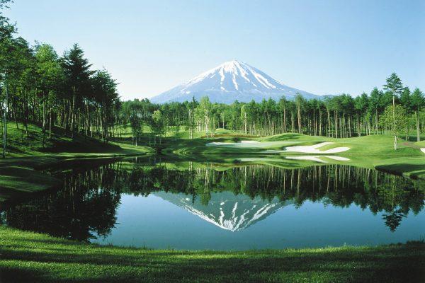 逆さ富士に北アルプスの山々。一度はラウンドしてみたい全国絶景コース4選【ゴルフ】