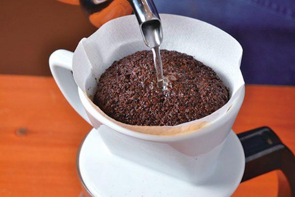 ペーパードリップの淹れ方|コーヒー豆の良さを引き出すプロの技