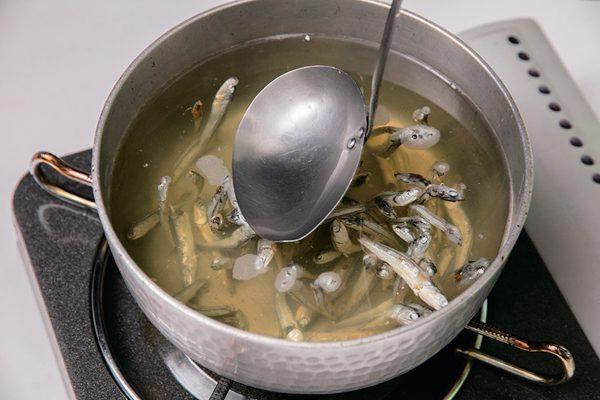 煮干し出汁は掟破りな引き方でここまで上品に美味しくなる!