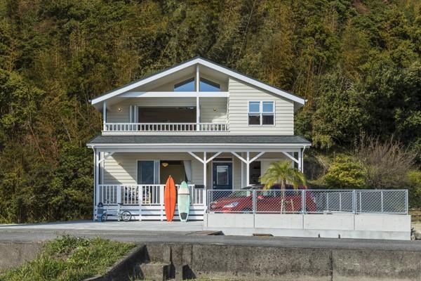 自宅こそ、自分仕様にカスタムを!『山に囲まれた潮風を感じるサーファーズハウス』