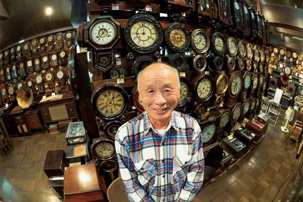 明治時代から大正時代に製造された国産・外国産の柱時計を集めて40年