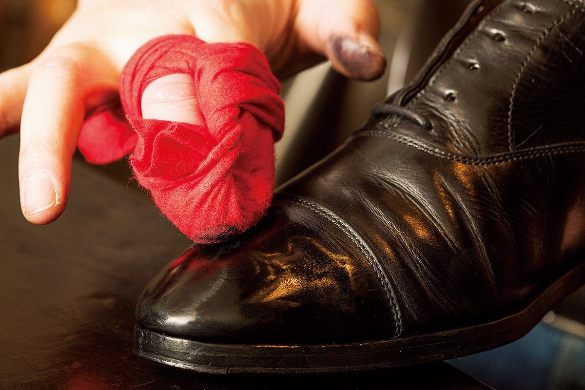 プロのシューシャイナー直伝!靴磨きクロスの巻き方