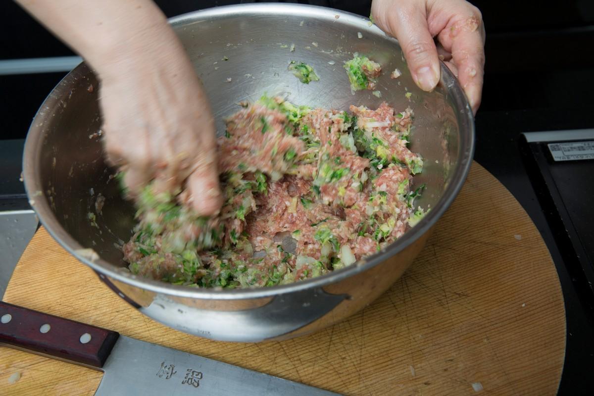 餃子 作り方 肉汁