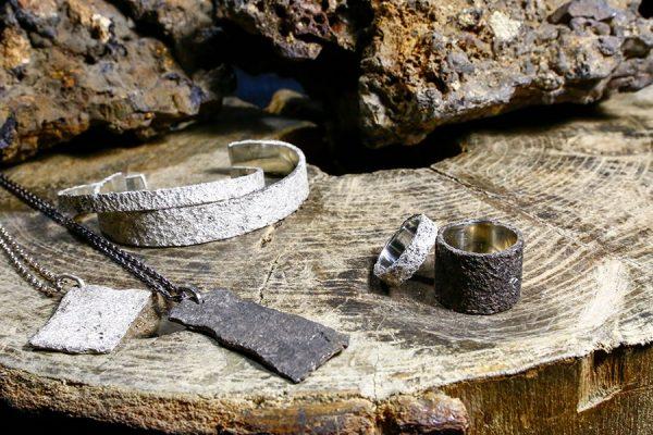 たたら製鉄のロマンを感じられる、「ichi イチ」の新作シルバーアクセサリーに注目!