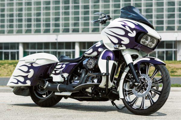 <ツーリングファミリー カスタムファイル>紫のフレイムスが個性的なバガー