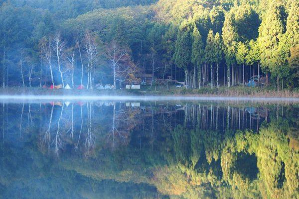 キャンプ場ガイド「四尾連湖キャンプ」(山梨県西八代郡市)