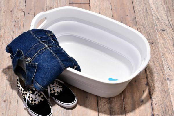"""スニーカーを洗うのに最適な""""タライ""""をAmazonで発見! 使い勝手も収納も抜群!"""