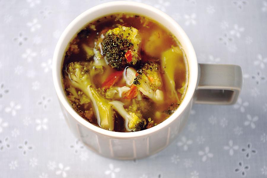ブロッコリーとアーモンドのスープ