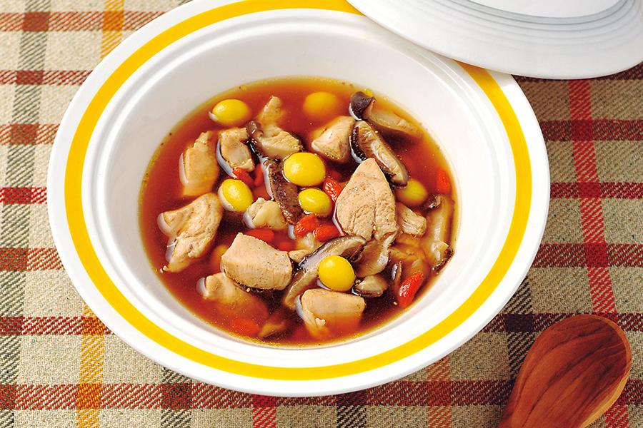 鶏とぎんなんとくこのスープ