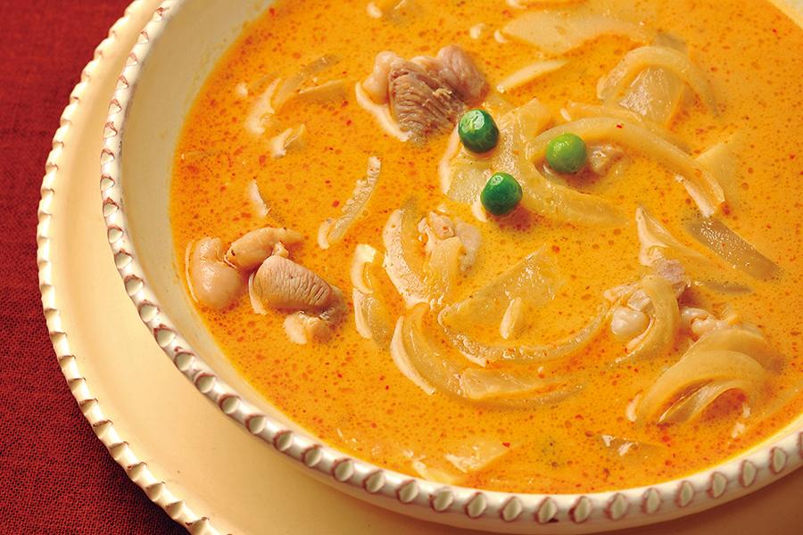 鶏肉とたけのこのレッドカレースープ