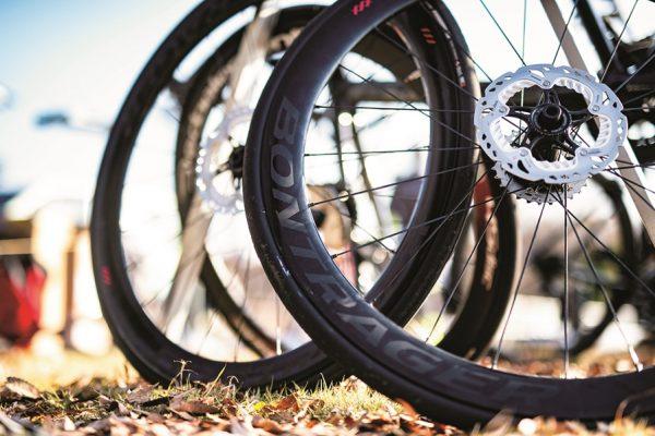ロードバイクタイヤの選び方で走りが変わる!? 足まわりのおすすめパーツ徹底ガイド