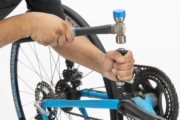 ネジをなめてしまったときの正しい外し方【ロードバイクのトラブル解決マニュアル】