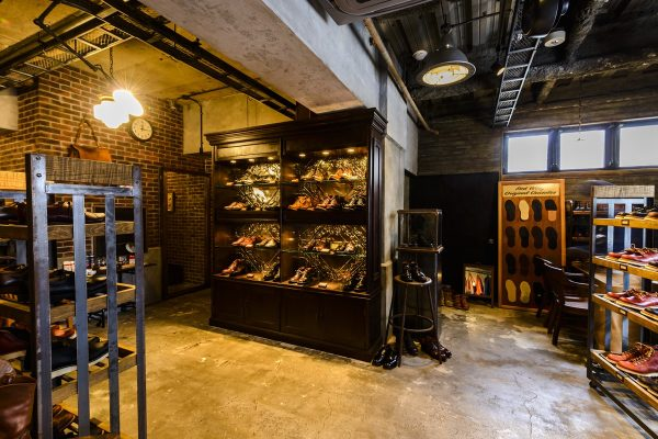 購入するならココへ。レッド・ウィングの直営店と、ヴィンテージブーツの聖地。