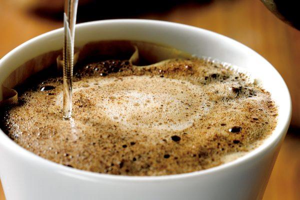 キャンプで美味しいコーヒーが飲みたい!プロに教わる淹れ方とおすすめ道具
