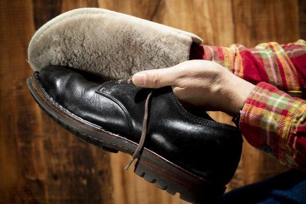 愛でる革靴のシューケアに、「ペダック」のレザーグローブを活用しよう!