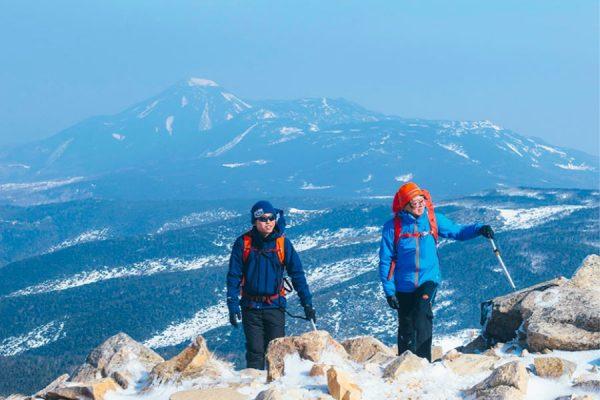 渋丿湯から天狗岳、冬の八ヶ岳ブルーに吐息を漏らして