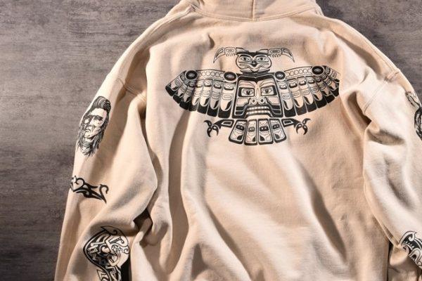レッチリのボーカル、 アンソニー・キーディスのタトゥーをプリントしたパーカを札幌で発見。