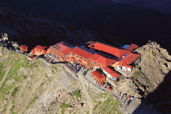 「槍ヶ岳山荘」北アルプスの山小屋完全ガイド