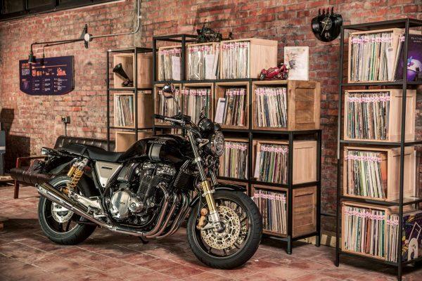 「Honda CB1100/EX/RS(ホンダ・CB1100/EX/RS)」~いま、あえて作り続ける空冷4発~【R/C インプレッション archives】