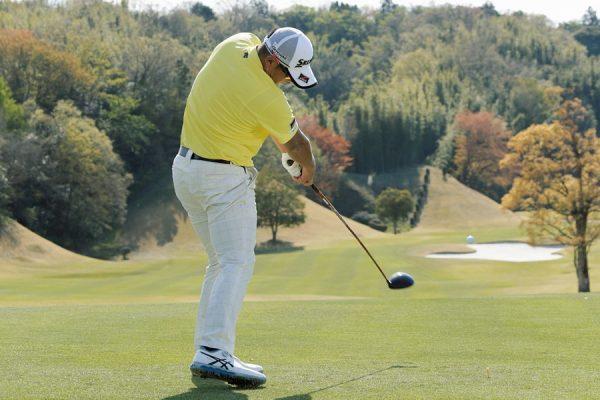秋吉翔太のゴルフスイングに学ぶ球を操るドライバーショット