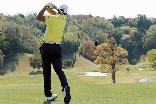 出水田大二郎のゴルフスイングに学ぶ球を操るドライバーショット