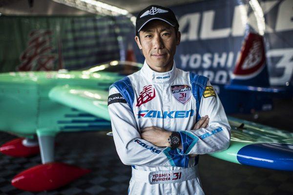 【世界が認める日本の先駆者たち⑤】レッドブル・エアレース・パイロット・室屋義秀|日本人初のワールドタイトルを獲得したパイロット。