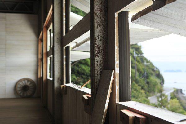 【リノベーション倉庫③】元・除虫菊の保管庫をリノベした、海沿いのトタン倉庫カフェ。|和歌山・有田