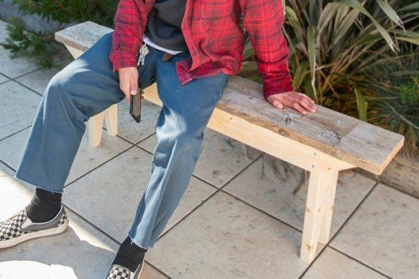 古材でDIY! 古材の雰囲気が空間を変える狭小スペースに最適なベンチ。