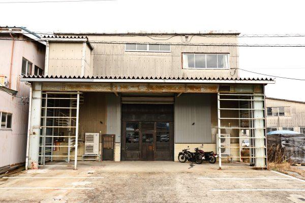 【リノベーション倉庫⑨】英国、バイク、レザージャケット……ヴィンテージ感に溢れる巨大倉庫。|富山・富山市