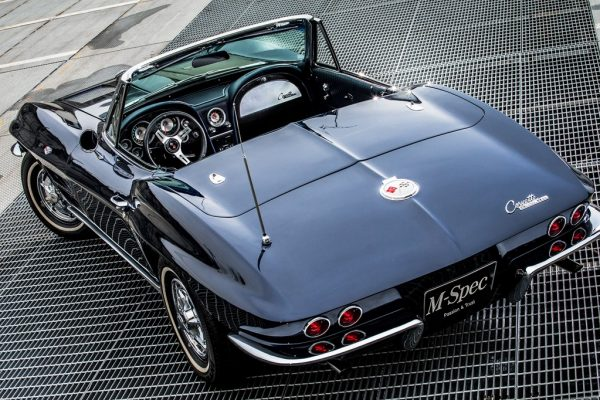 アメリカン・スポーツカーの名車として名高い、2代目コルベットC2型とは?