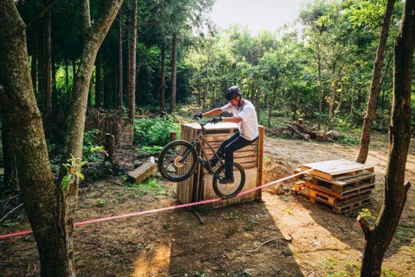プロマウンテンバイクライダー西窪友海が最新作「RIDE TO SURVIVE」を公開