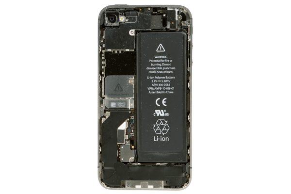 理想を追求したがゆえに不具合も多かったiPhone史上もっとも美しい4s|iPhone超分解図鑑