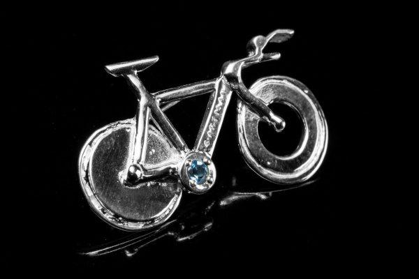 TTバイクのピンブローチ、若手自転車選手・小笠原匠海が作るその細部に注目