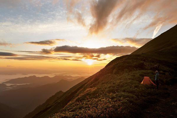 飯豊連峰天幕縦走55時間 前編|ヒトよりもクマの密が気になる東北の山塊