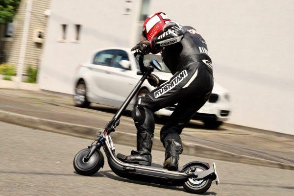 元バイク雑誌テストライダーが、電動キックボードの限界性能を試してみた