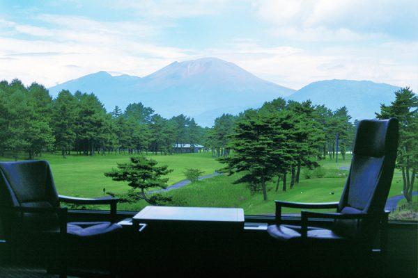 軽井沢プリンスホテルゴルフコース(長野県)「雄大な浅間山と広々コースで軽井沢ゴルフを満喫する」