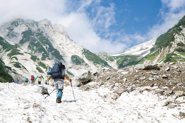 花と雪と緑の山旅・前編 〜後立山連峰の名山・白馬岳から雪倉岳、朝日岳へ〜