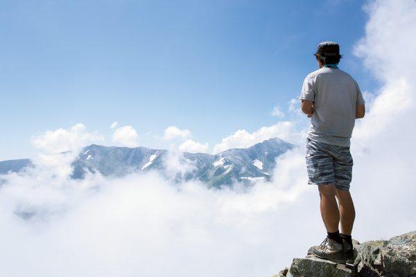 花と雪と緑の山旅・後編 〜後立山連峰の名山・白馬岳から雪倉岳、朝日岳へ〜