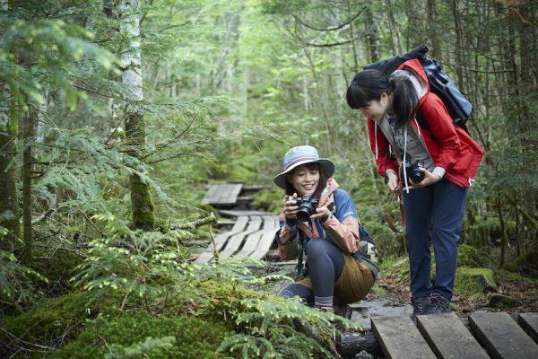 使い心地はどう? 軽量コンパクトな「あのカメラ」を手に、登山YouTuberかほさんがフィールド撮影へ 【Nikon Z 50×PEAKS】