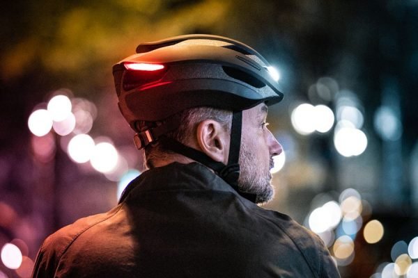 フロント・リアLEDライトなどを搭載した次世代ヘルメット「LUMOS Ultra」の一般販売がスタート