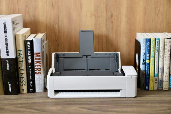 ScanSnapに在宅勤務に最適な書棚にスッと収まるコンパクトモデルiX1300登場!