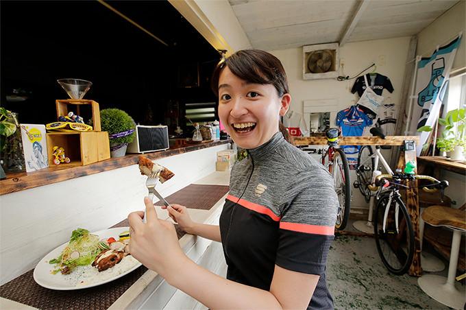 チェレステカフェで人気の若鶏のローストプレート