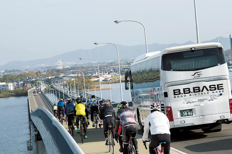 琵琶湖大橋から守山市へ。