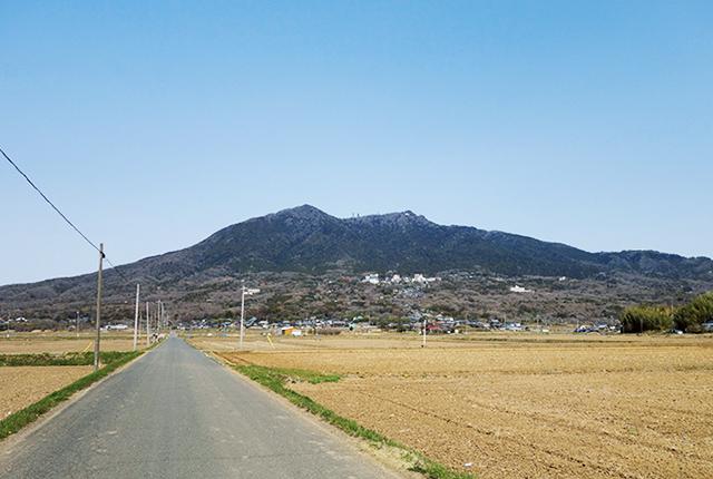平野部にそびえ立つ孤高の霊峰、筑波山