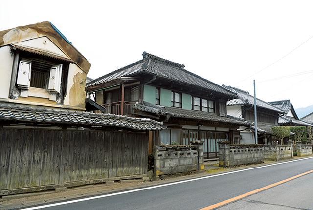 ダウンヒルして八郷地区へ。昔ながらの蔵や家屋は日本の原風景的